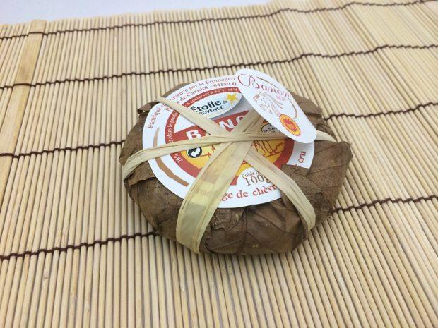 栗の葉に包まれているバノンチーズ